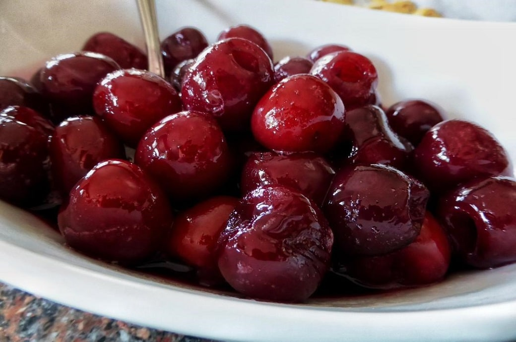 A bowl of bright red cherries