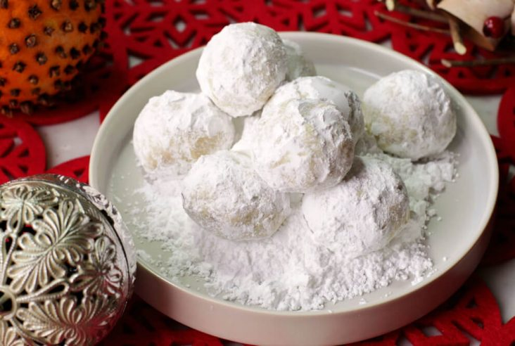Noël Balls-Shortbread balls covered in powdered sugar.