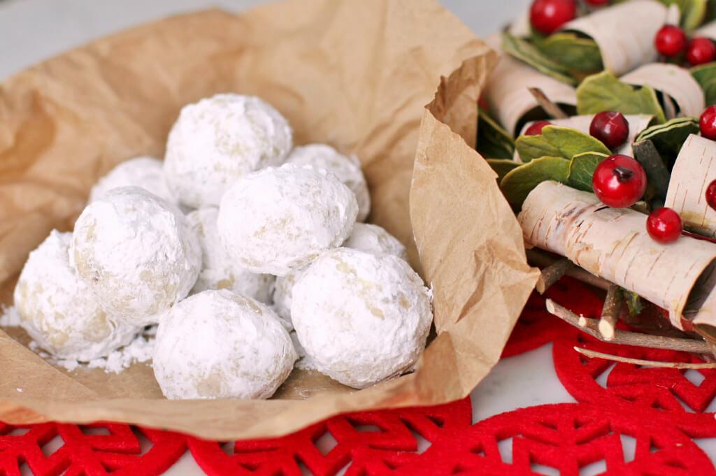 Noël Balls-Shortbread balls covered in powdered sugar.