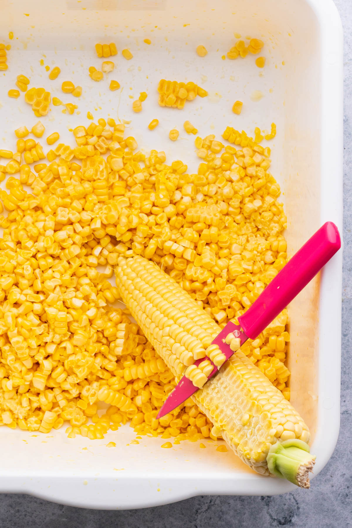 A demonstration of how to remove corn kernels from the corn cob.
